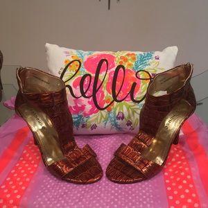NWOB Dollhouse ankle zip copper tortoise heels